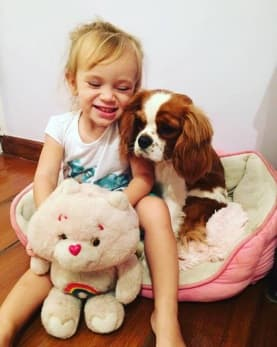 Layla fazendo sua Família Feliz